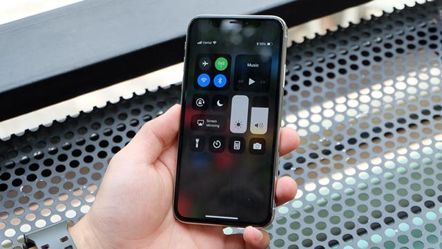 Màn hình tỉ lệ 19:5:9 mới mẻ diện tích hiển thị lớn của iPhone X