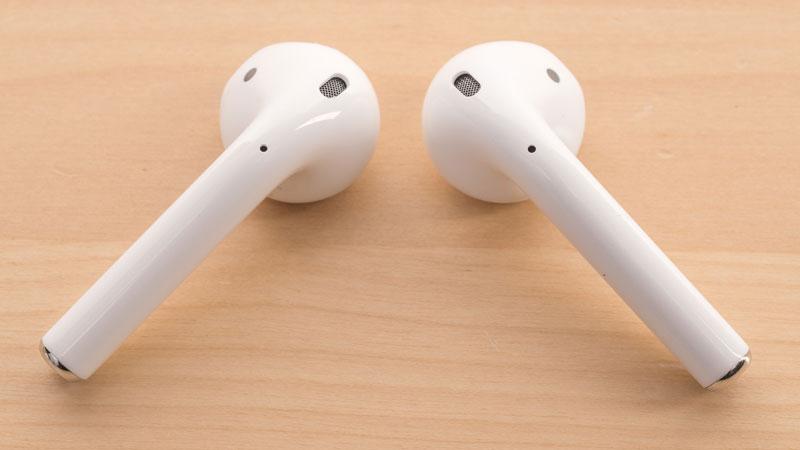 Thiết kế AirPod Gen 2 Charging Case không đâm sâu vào ống tai nên có thể sử dụng suốt ngày không bị đau